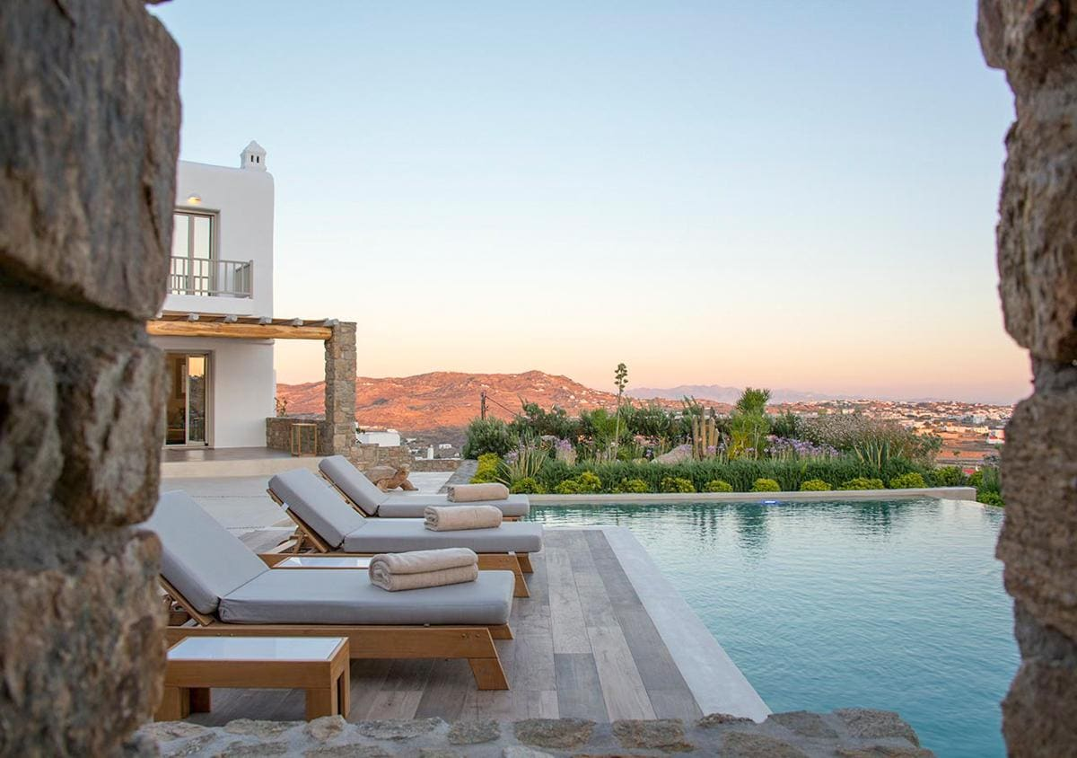 Property Image 1 - Elegant Villa with Unrivalled Views and Luxurious Pool
