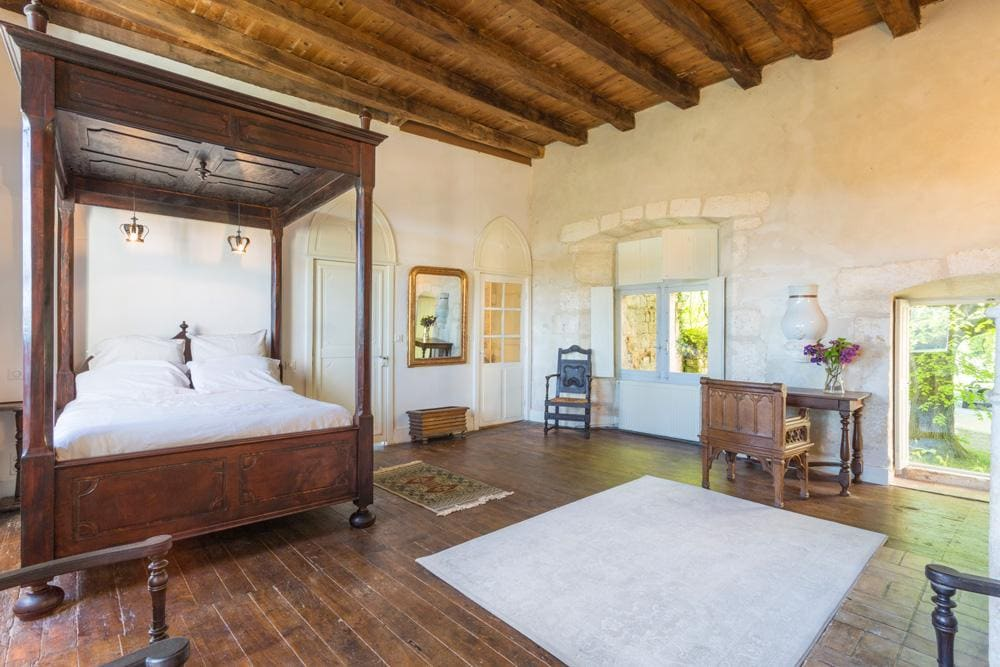 Property Image 2 - Classic Charming 7 Bedroom Chateau with Pool in Clarente