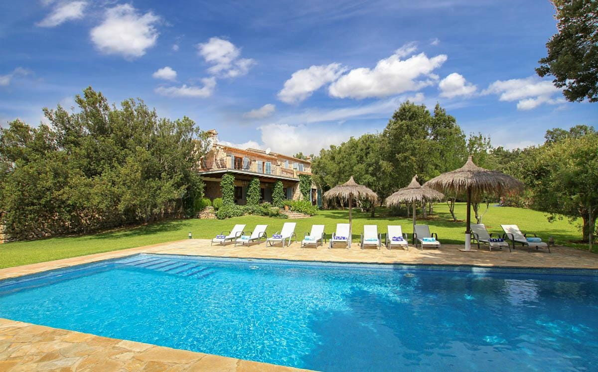 Property Image 1 - Beautiful Country Villa with Traditional Stone Exterior and Large Pool