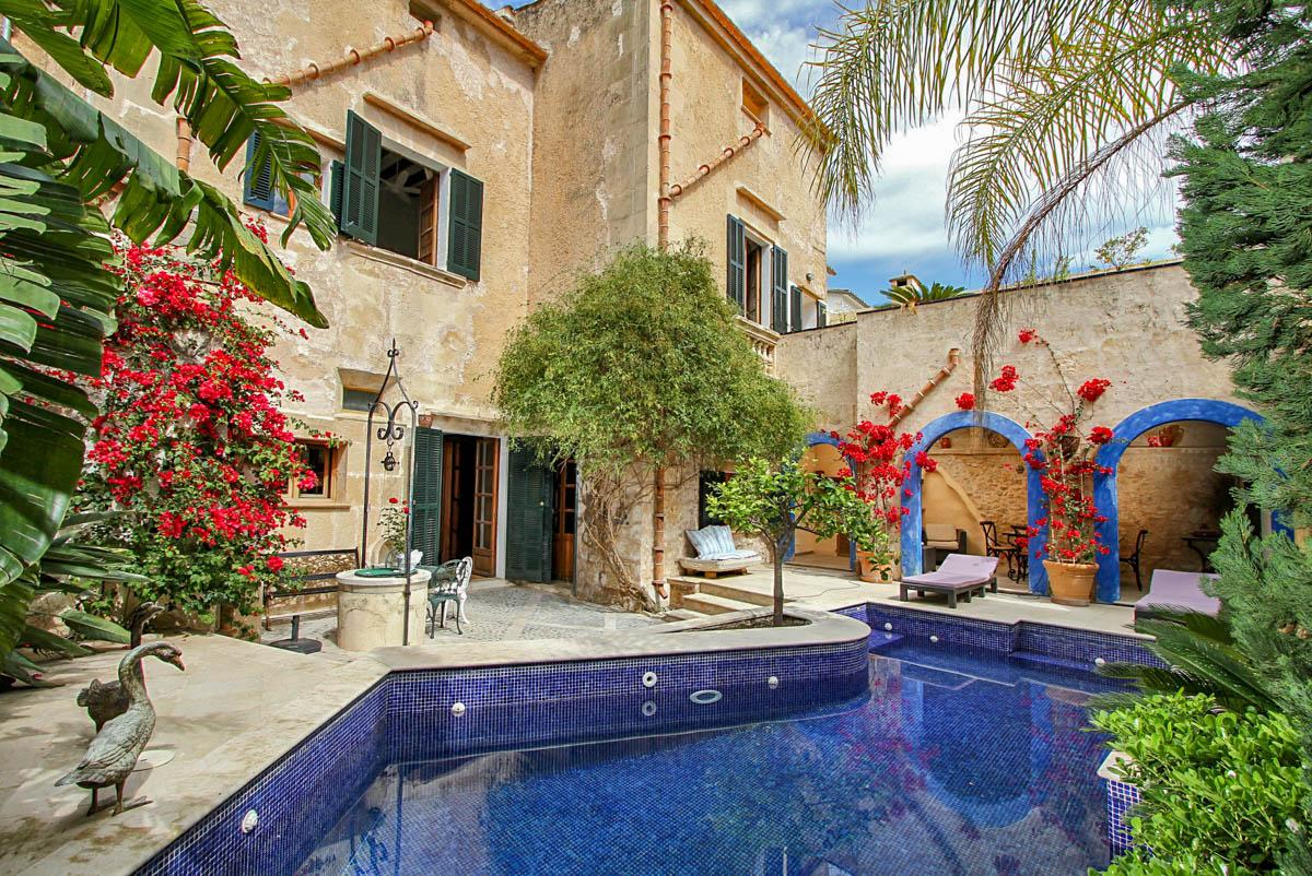 Property Image 1 - Traditional Centrally Located Spanish townhouse with Picturesque Gardens and Pool