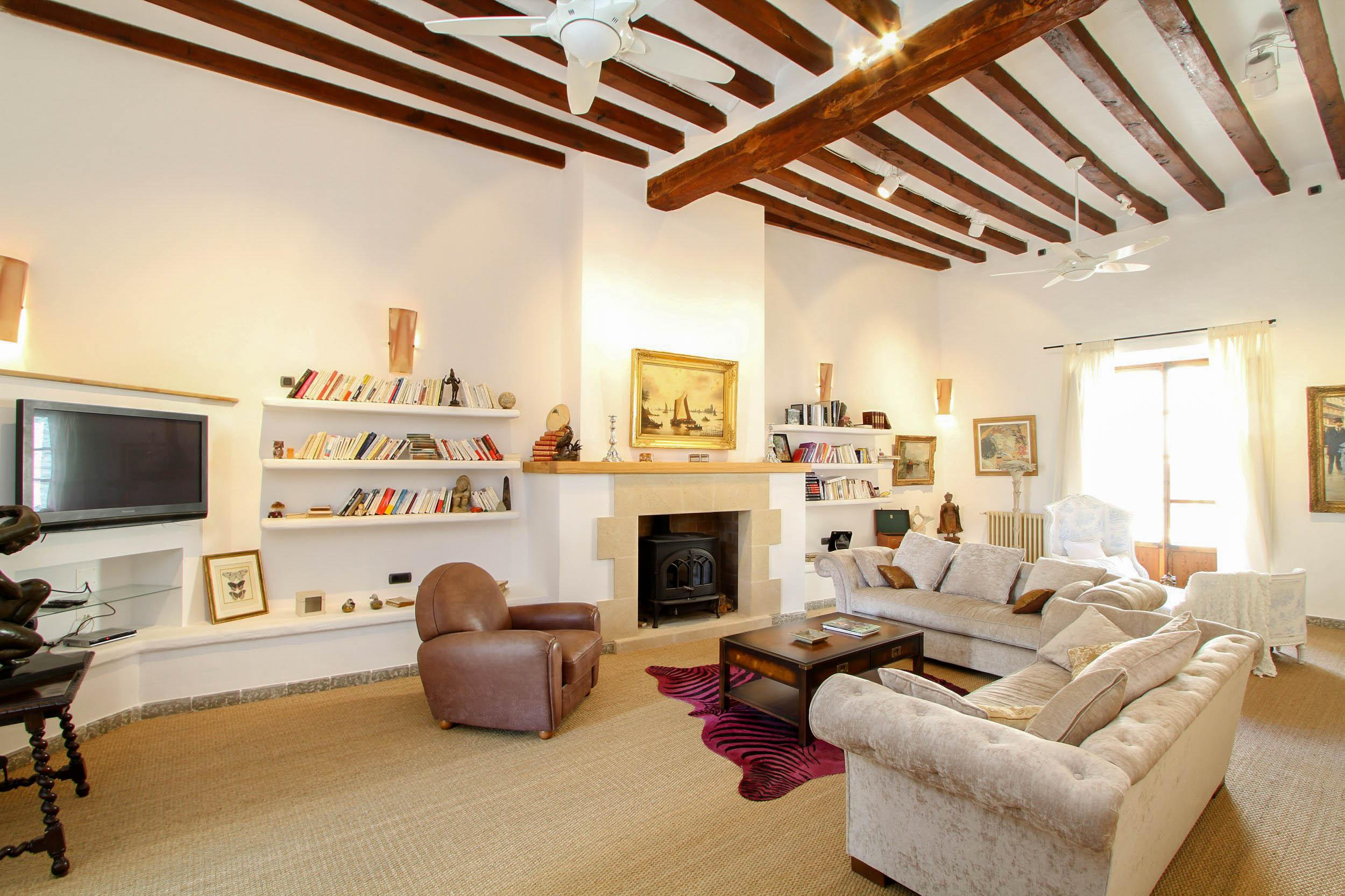 Property Image 2 - Traditional Centrally Located Spanish townhouse with Picturesque Gardens and Pool