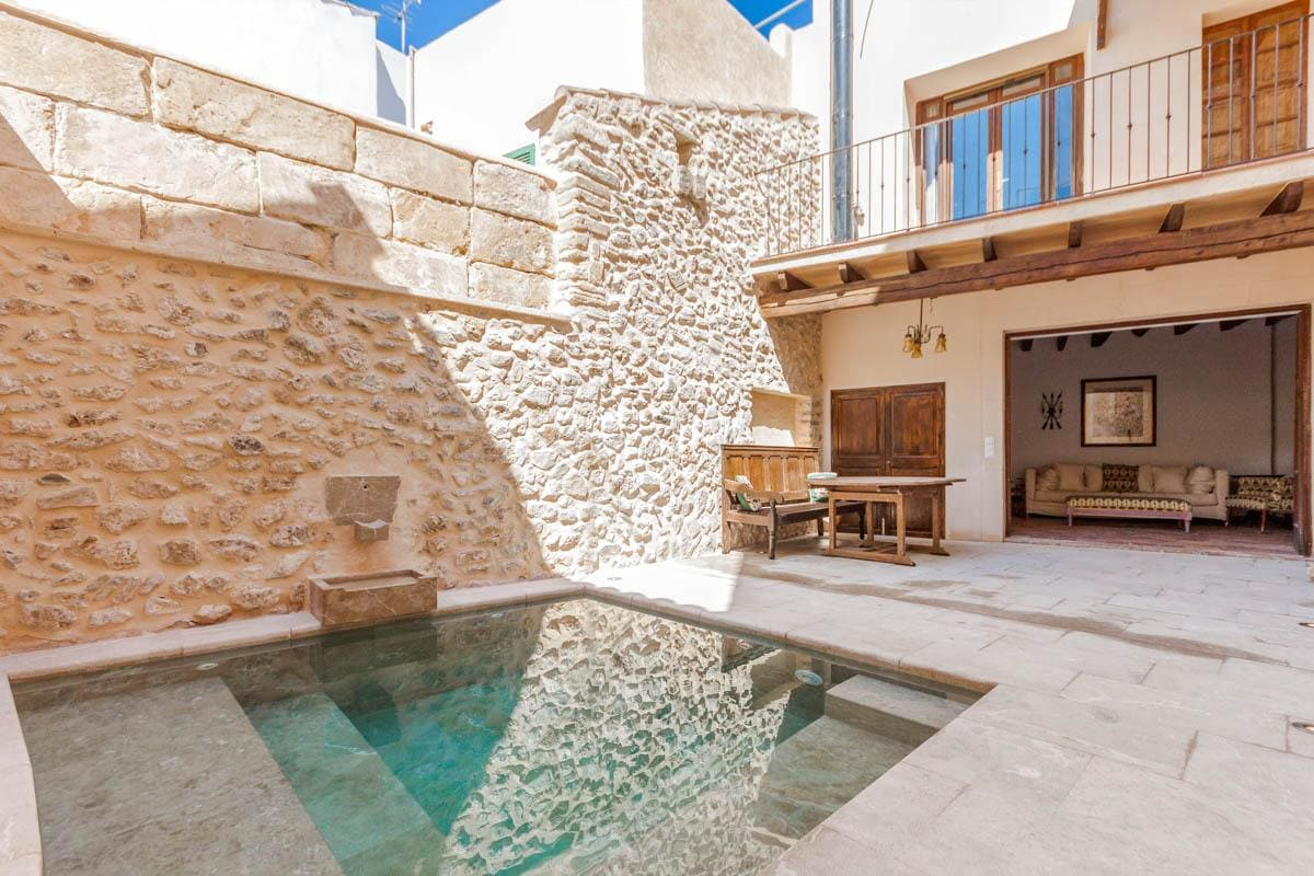 Property Image 1 - Luxurious Townhouse with Stone Courtyard and Private Pool