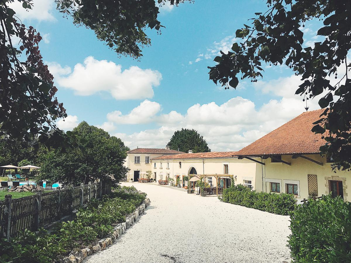 Property Image 1 - Incredible Beautiful Manor Set in Glorious Vineyards in South-West France