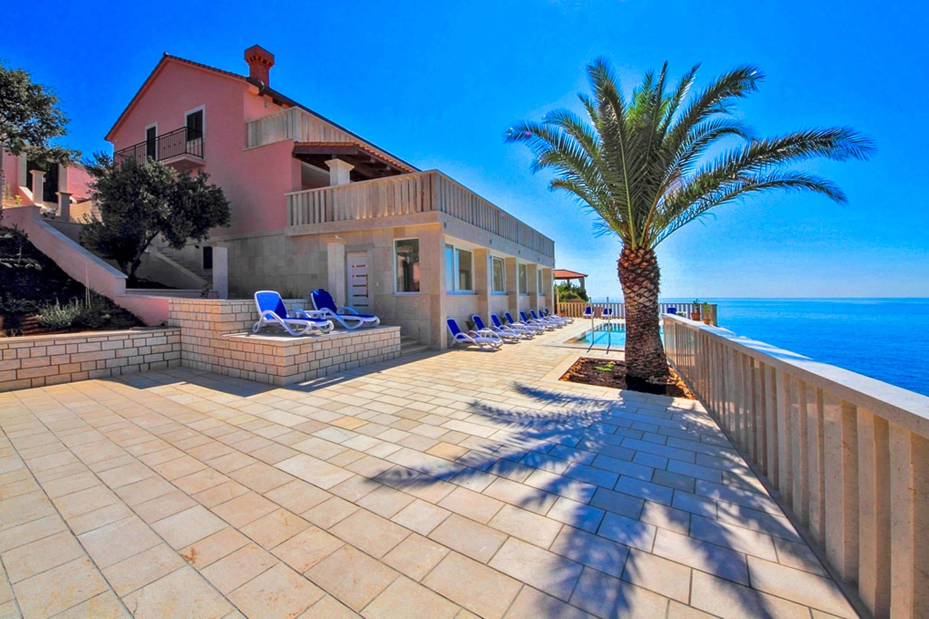 Property Image 2 - Secluded Seafront Villa Located Close to Vineyards