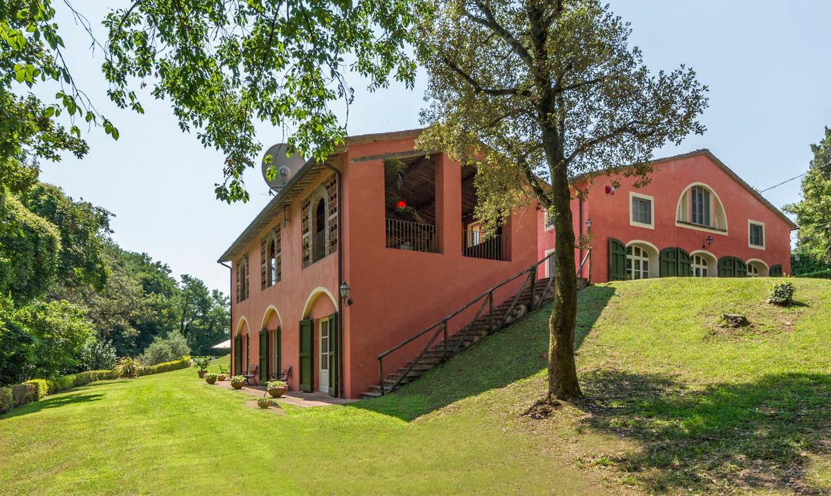 Dazzling Villa with Vineyard, Winde Cellar with Pool