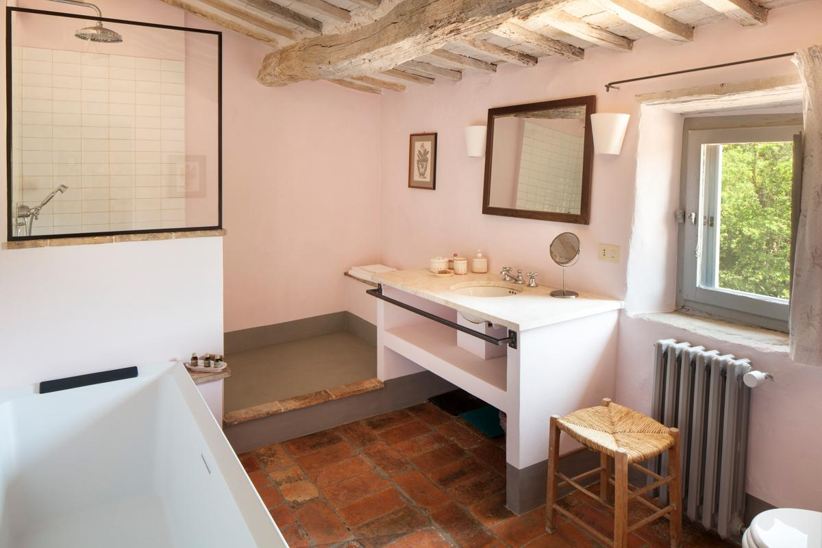 Amenities Da Bagno stunning villa in a tranquil setting with inviting pool and