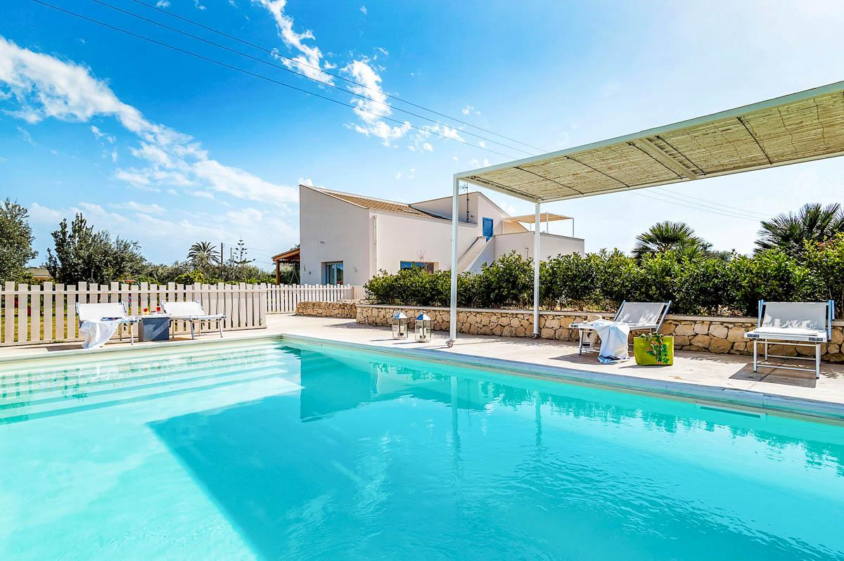 Property Image 1 - Stylish 6-Bedroom Family Villa with Garden and Pool