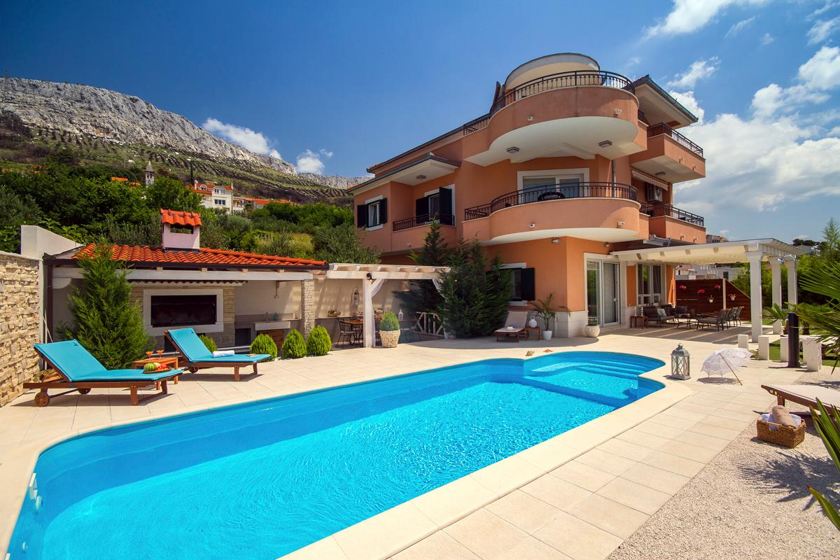 Villa with Panoramic Mountain and Sea Views