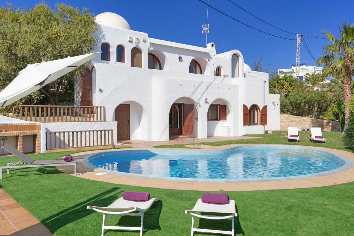 Property Image 1 - Lovely 3 Bedroom Villa with Pool in Villajoyosa