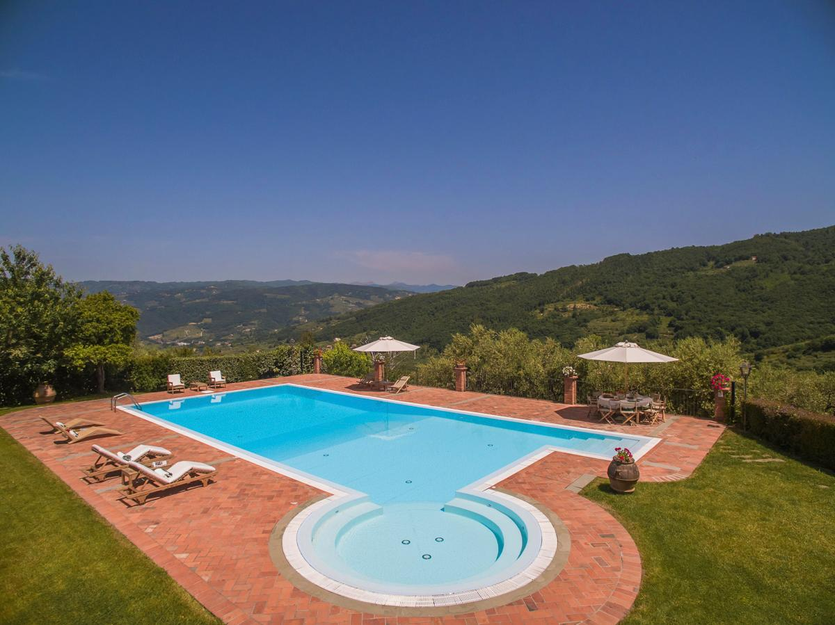 Peaceful Villa with Gym and Al Fresco Dinning Tuscany