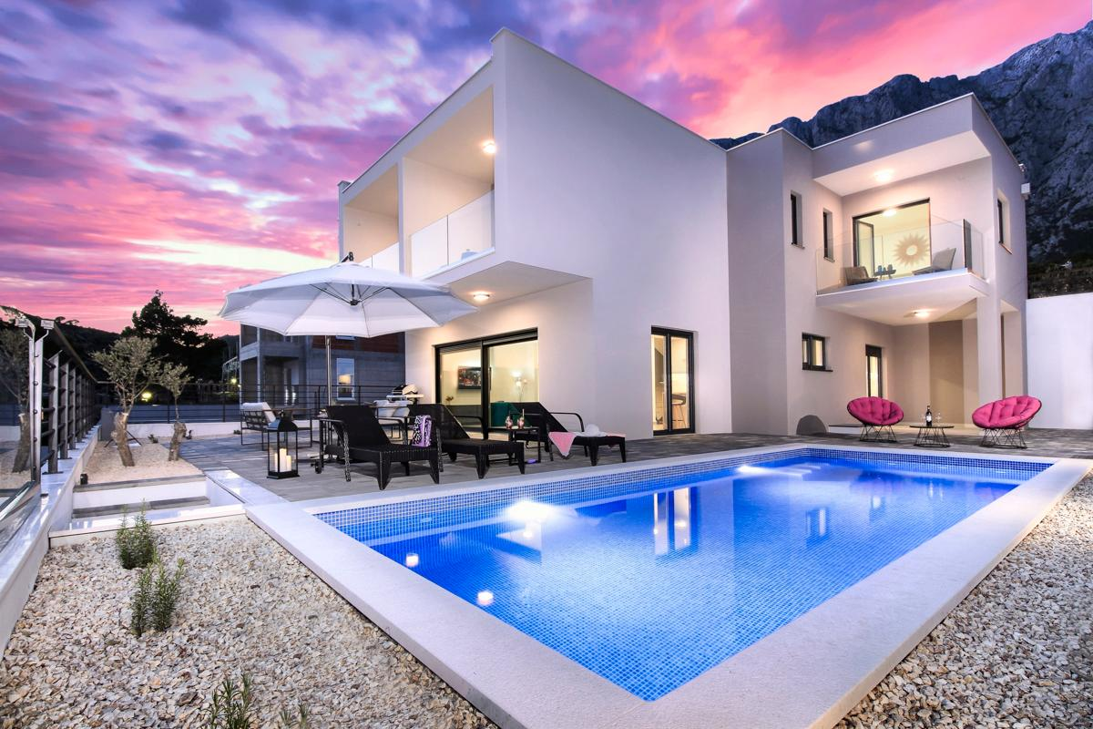 Property Image 1 - Lush Villa with Panoramic Views and Pool