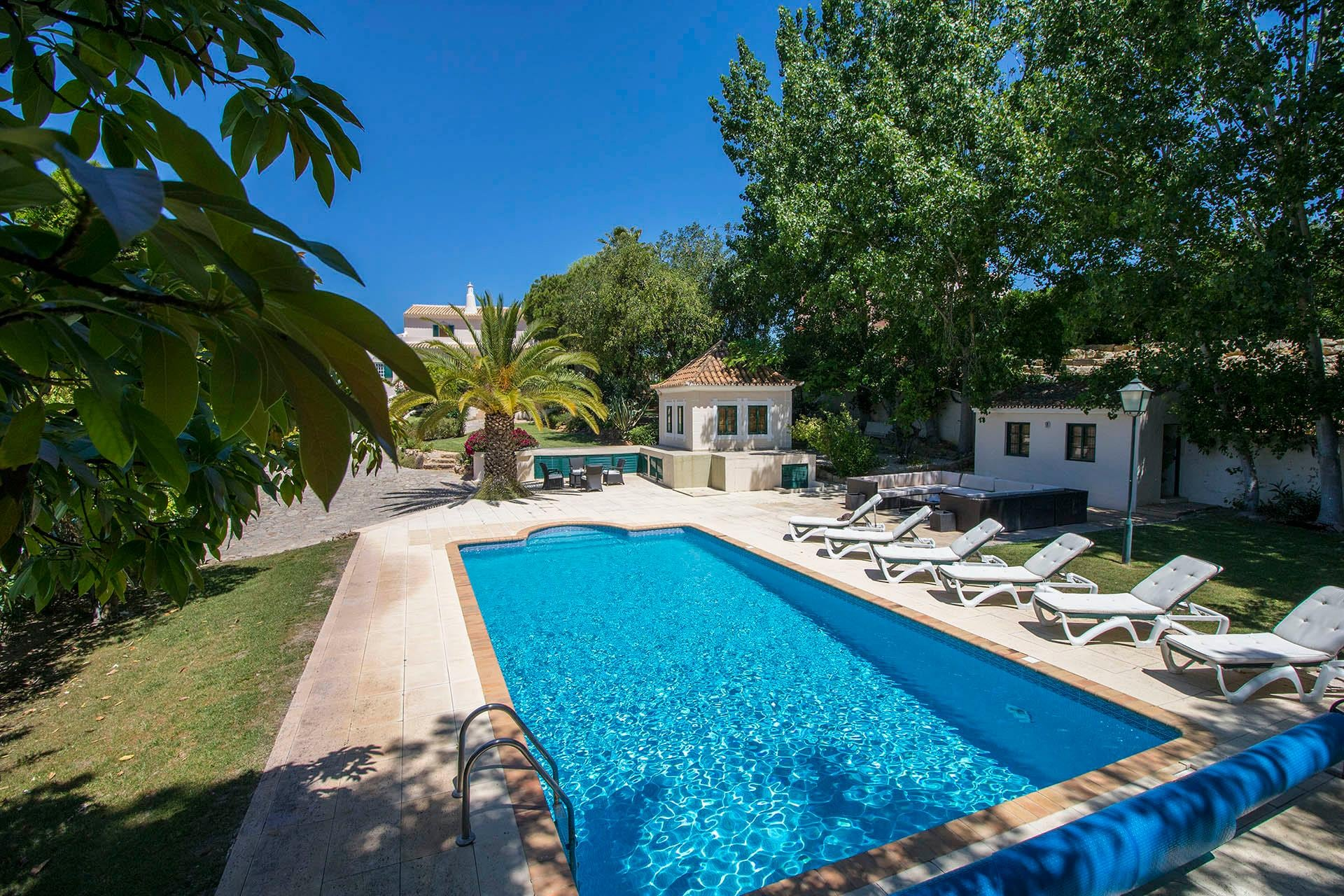 Delightful, Stylish Villa with Fabulous Pool and Garden