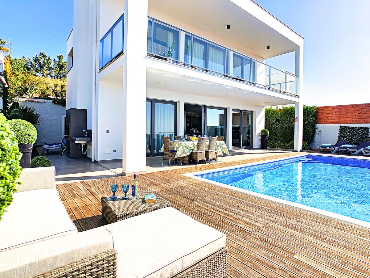 Property Image 1 - Luxurious Villa with Breathtaking Views and Pool