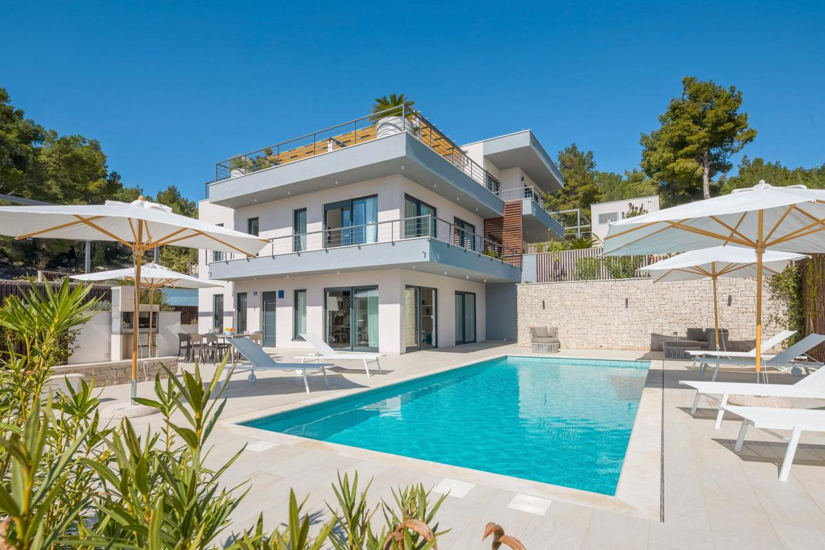 Property Image 1 - Large Villa With Heated Pool and Table Tennis