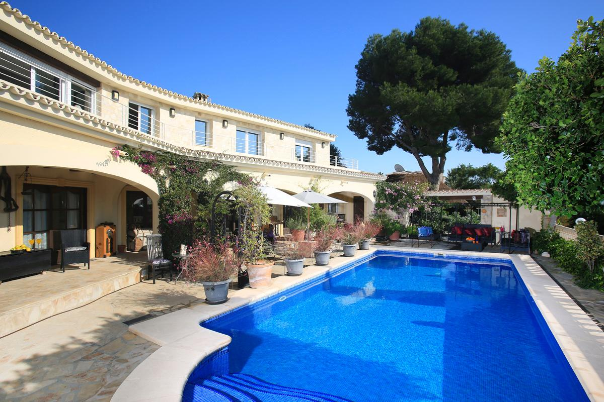 Property Image 1 - Incredible Rural 4 Bedroom Villa Retreat With Pool and Stunning Mountain Views in Calpe