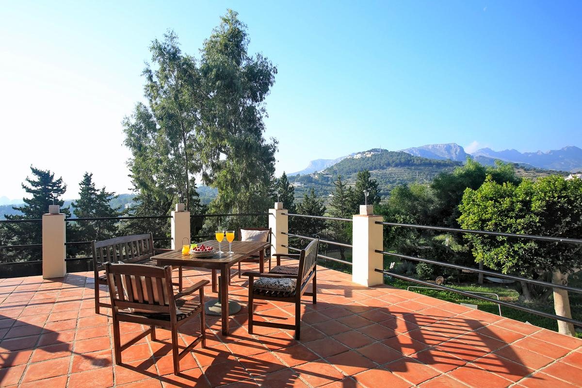 Property Image 2 - Incredible Rural 4 Bedroom Villa Retreat With Pool and Stunning Mountain Views in Calpe