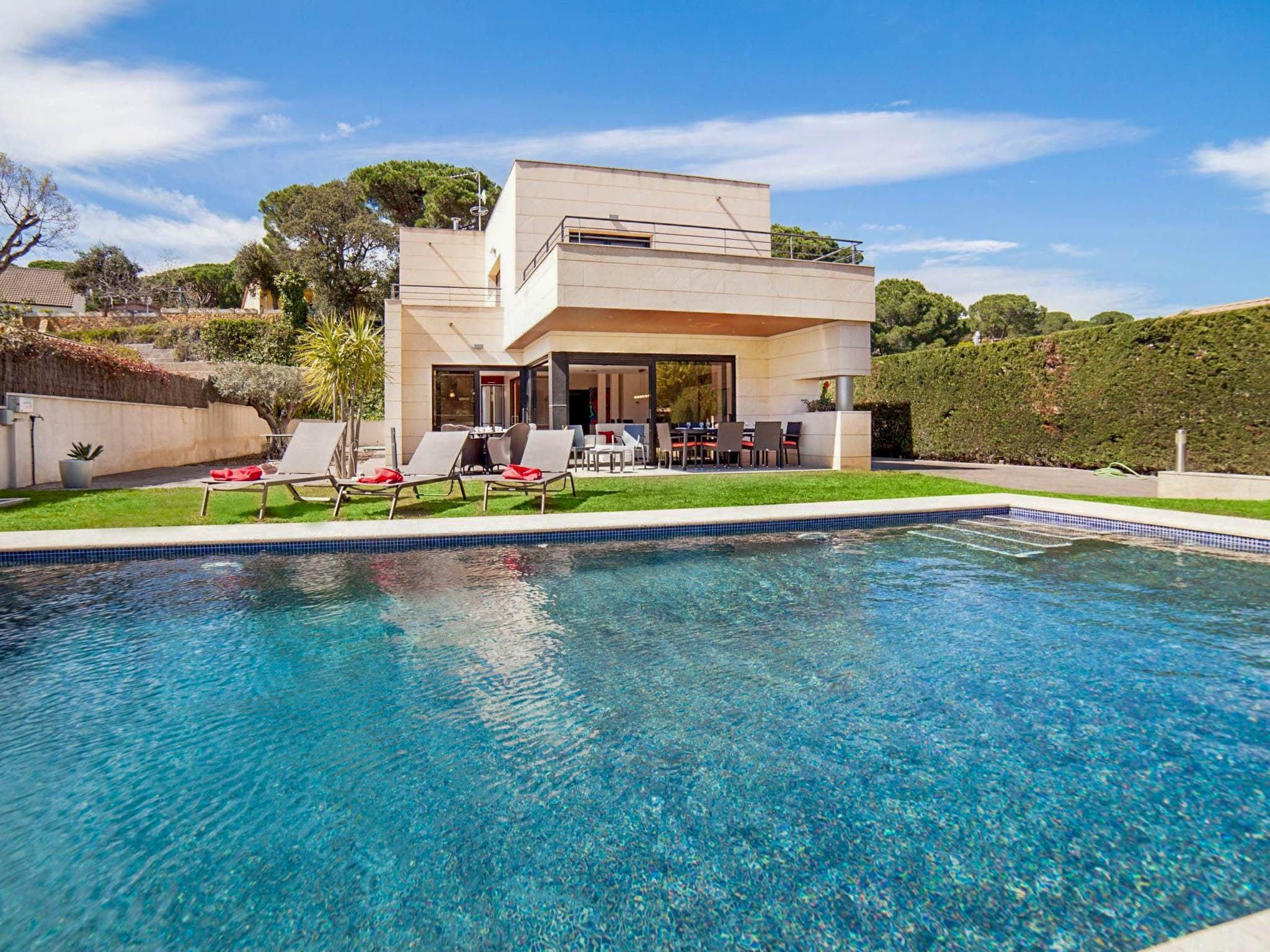 Property Image 1 - Beautiful Styled Villa with Pool in Girona