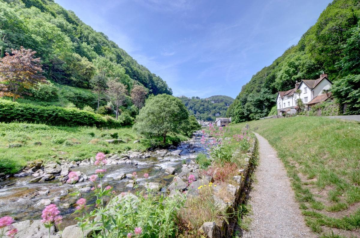 Property Image 1 - delightfully classical style Watersmeet Cottage at England