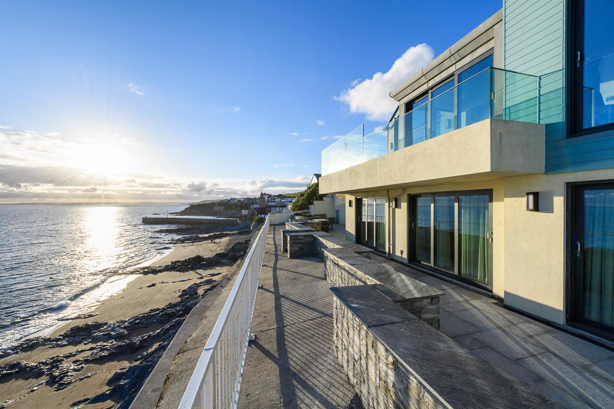 Property Image 1 - Marvelous Beachfront Glass Home with Beautiful Sea Views in Cornwall