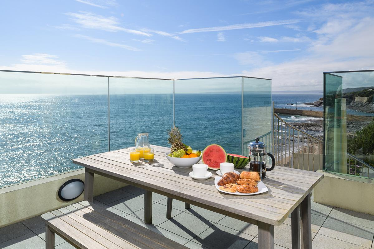 Property Image 2 - Marvelous Beachfront Glass Home with Beautiful Sea Views in Cornwall