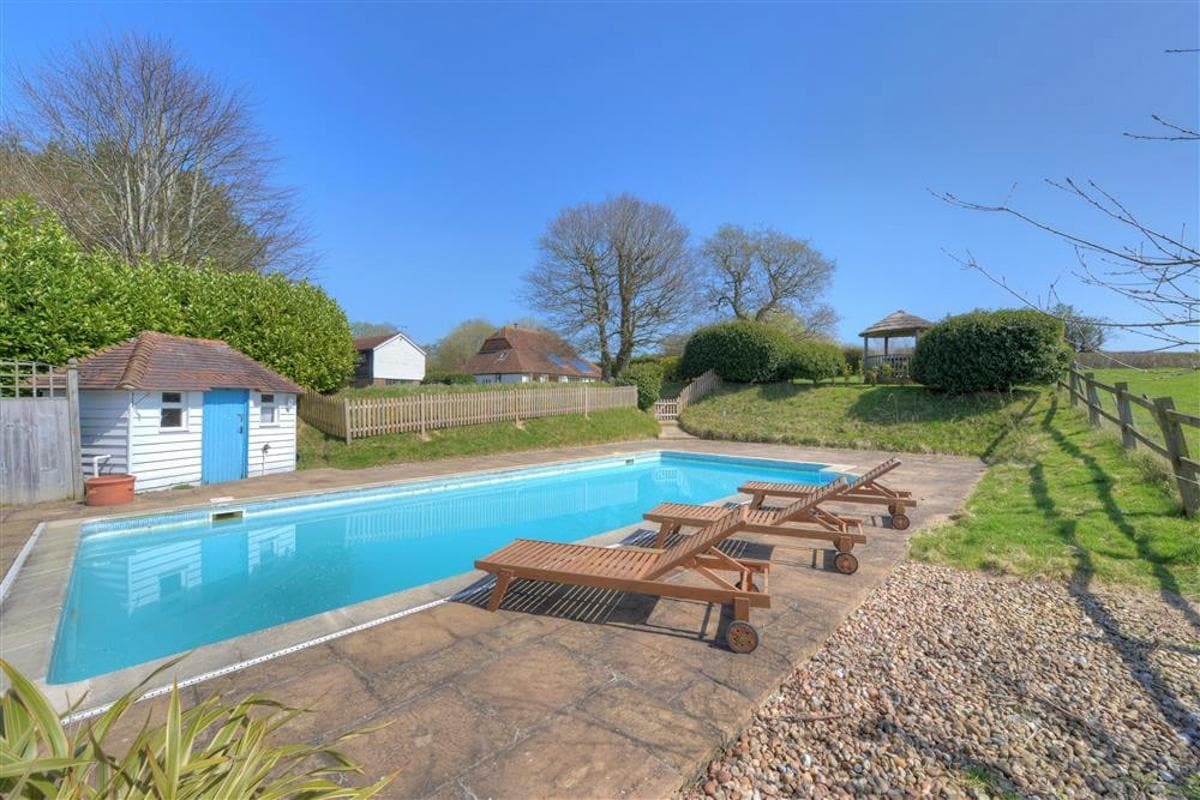 Property Image 2 - Lovely Country Home with Pool Nestled in Enchanting Kent Countryside