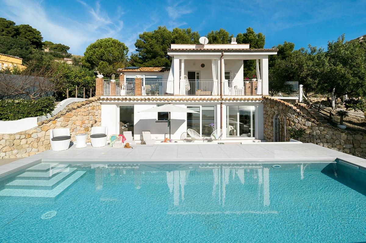 Property Image 1 - Stunning Contemporary Villa with Sea Views and Pool