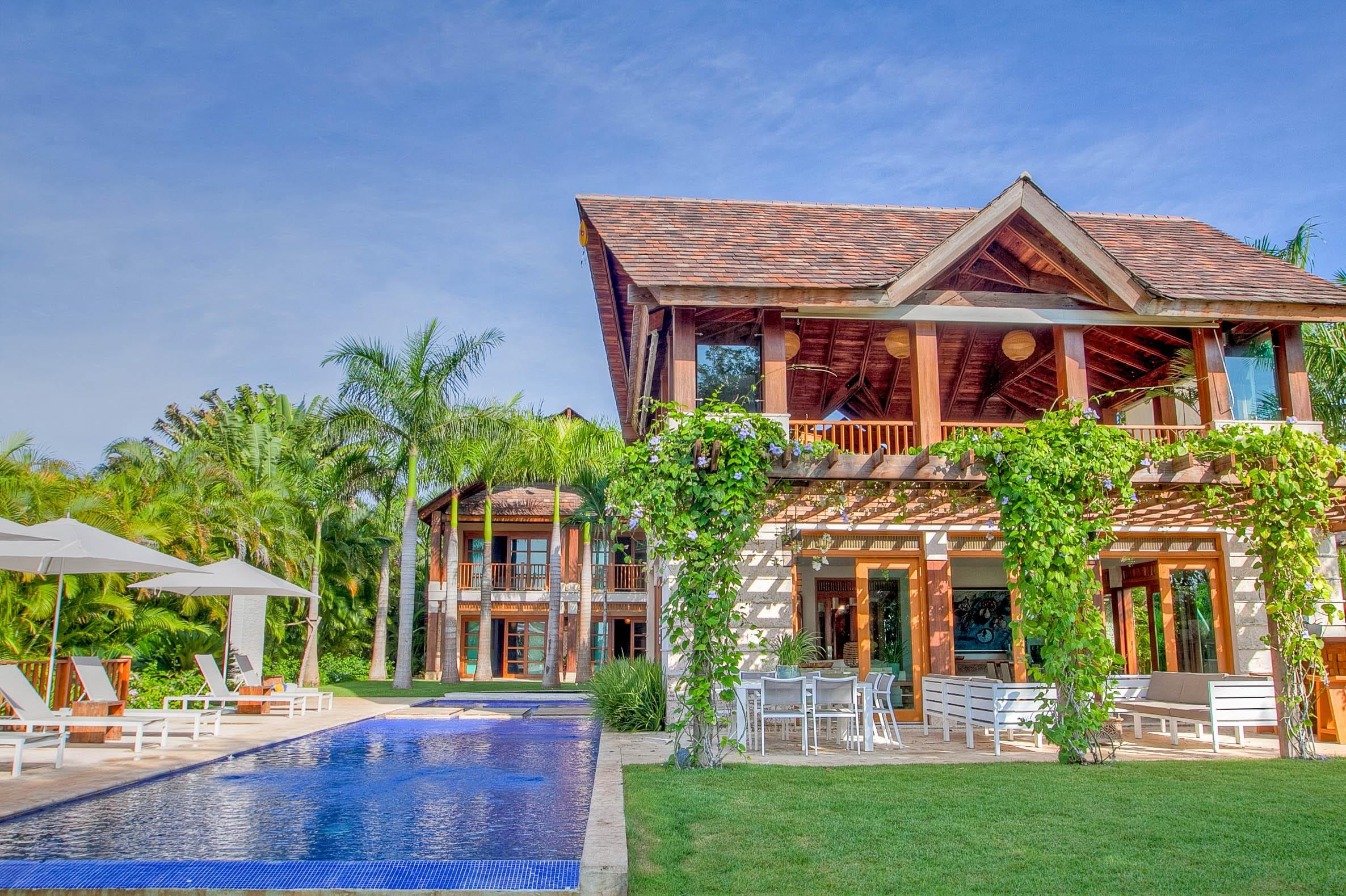 Property Image 1 - Exquisite, Spacious Villa with a Pool and Jacuzzi