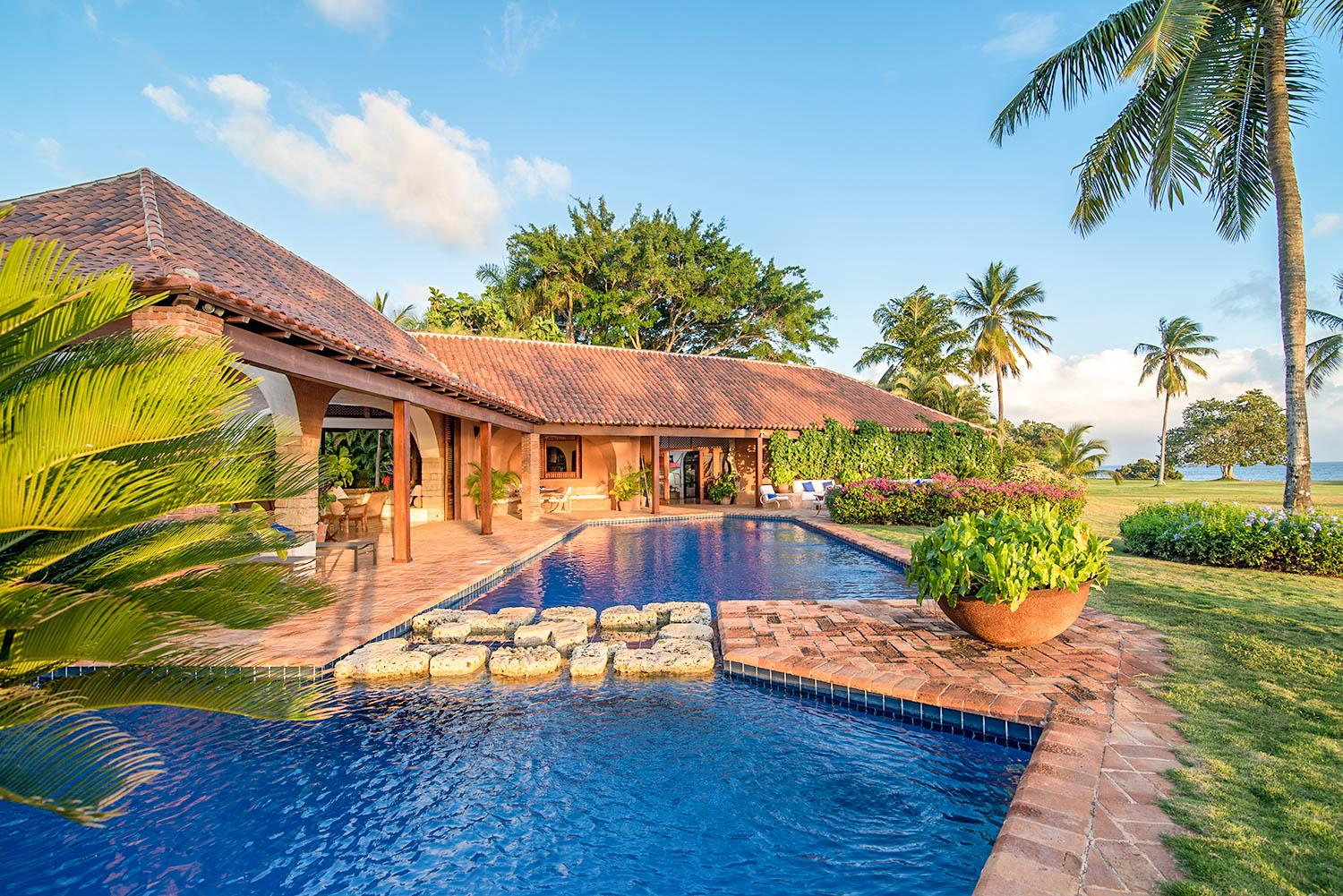 Property Image 1 - Mesmerizing Sea View VIlla with Huge Pool and Jacuzzi