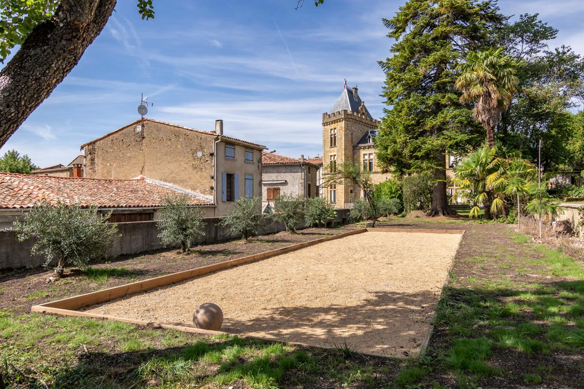 Property Image 2 - Historic five bedroom Chateau at Occitanie