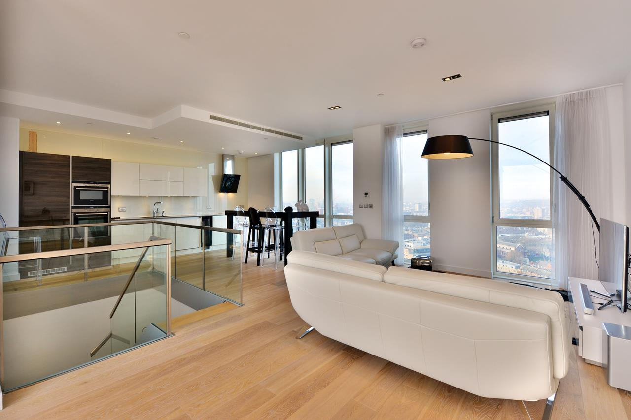 Property Image 2 - Modern 2 Bedroom Penthouse Nestled in East London