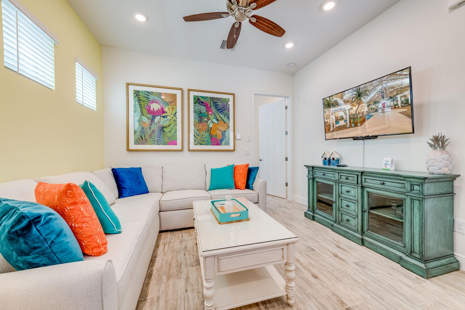 Vibrant Cottage near Disney World with Hotel Amenities