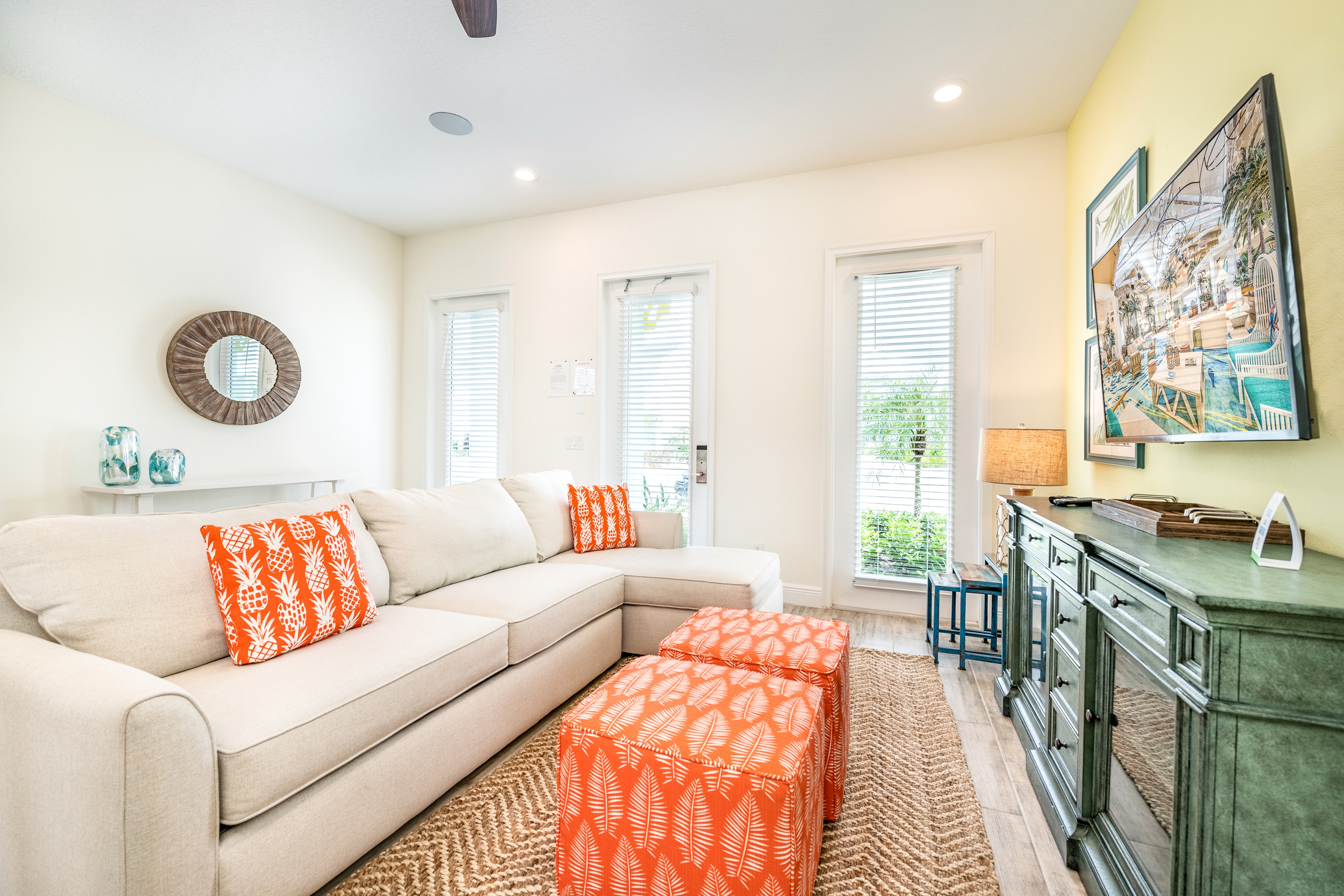 Property Image 2 - Bright and Sunny Cottage near Disney w/ Hotel Amenities