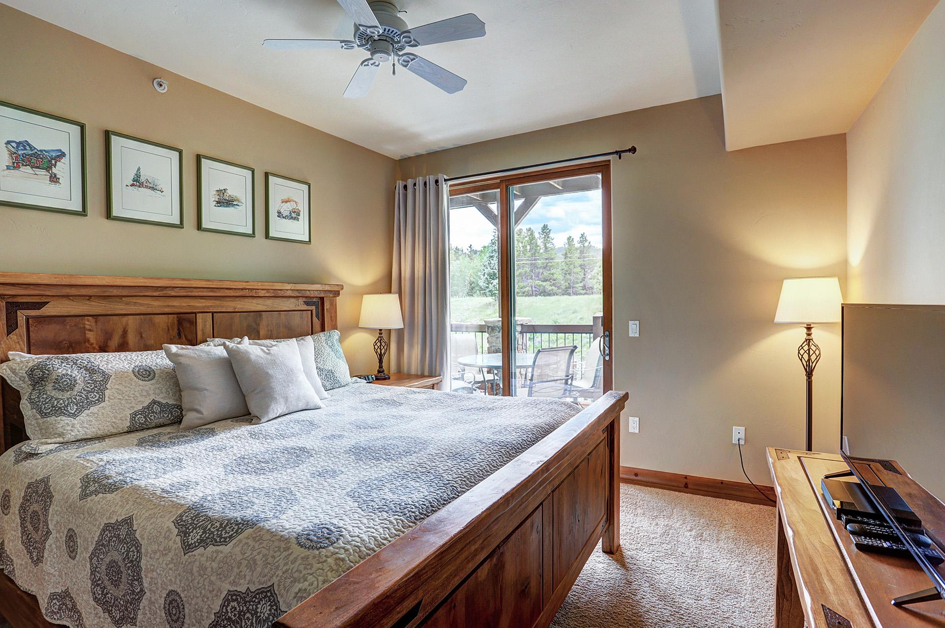Charming condo with King bed and large deck