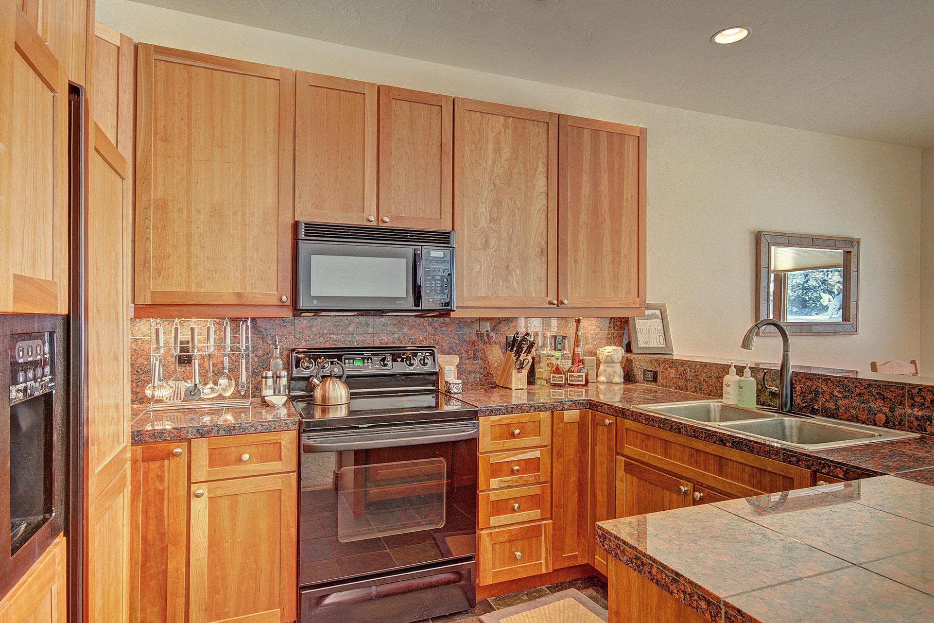 Property Image 2 - Welcoming 2-level townhome with private hot tub