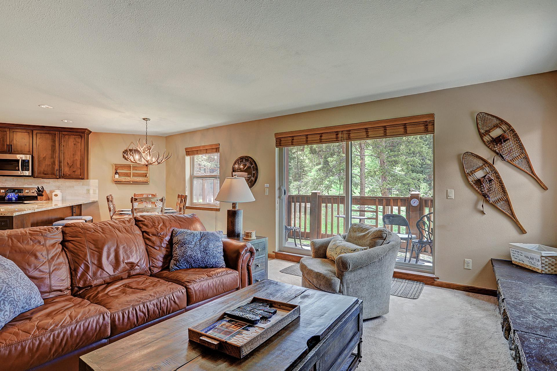 Charming condo with ski-in access on 4'Oclock Run