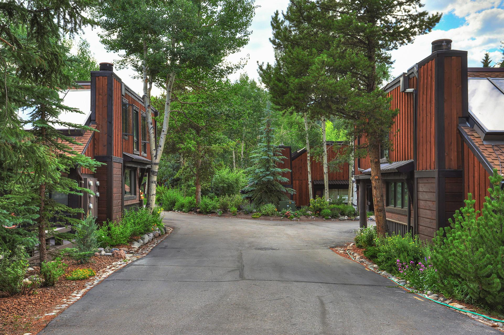 Beautiful townhome close to Breckenridge and shuttle stop