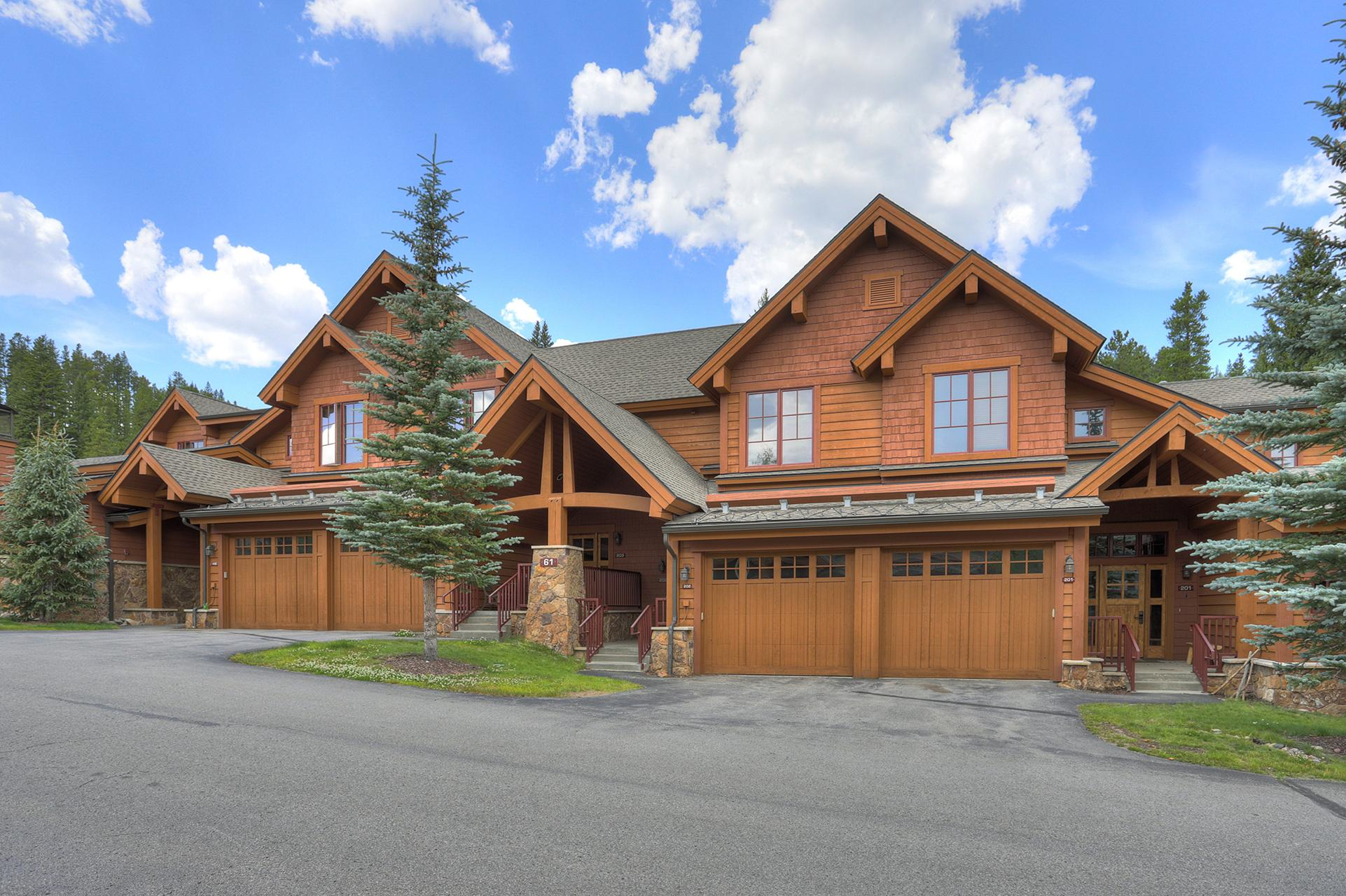 Luxury Mountain Thunder townhome with SkiWay access