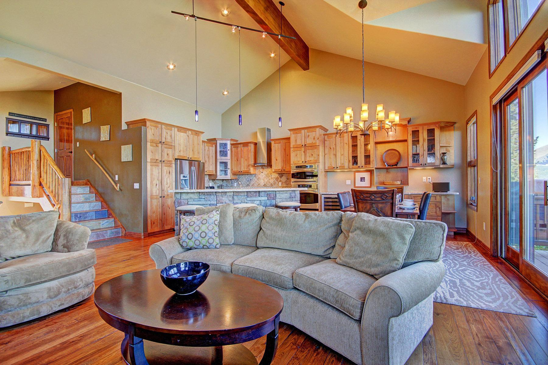Large bright townhome with mountain and ski resort views