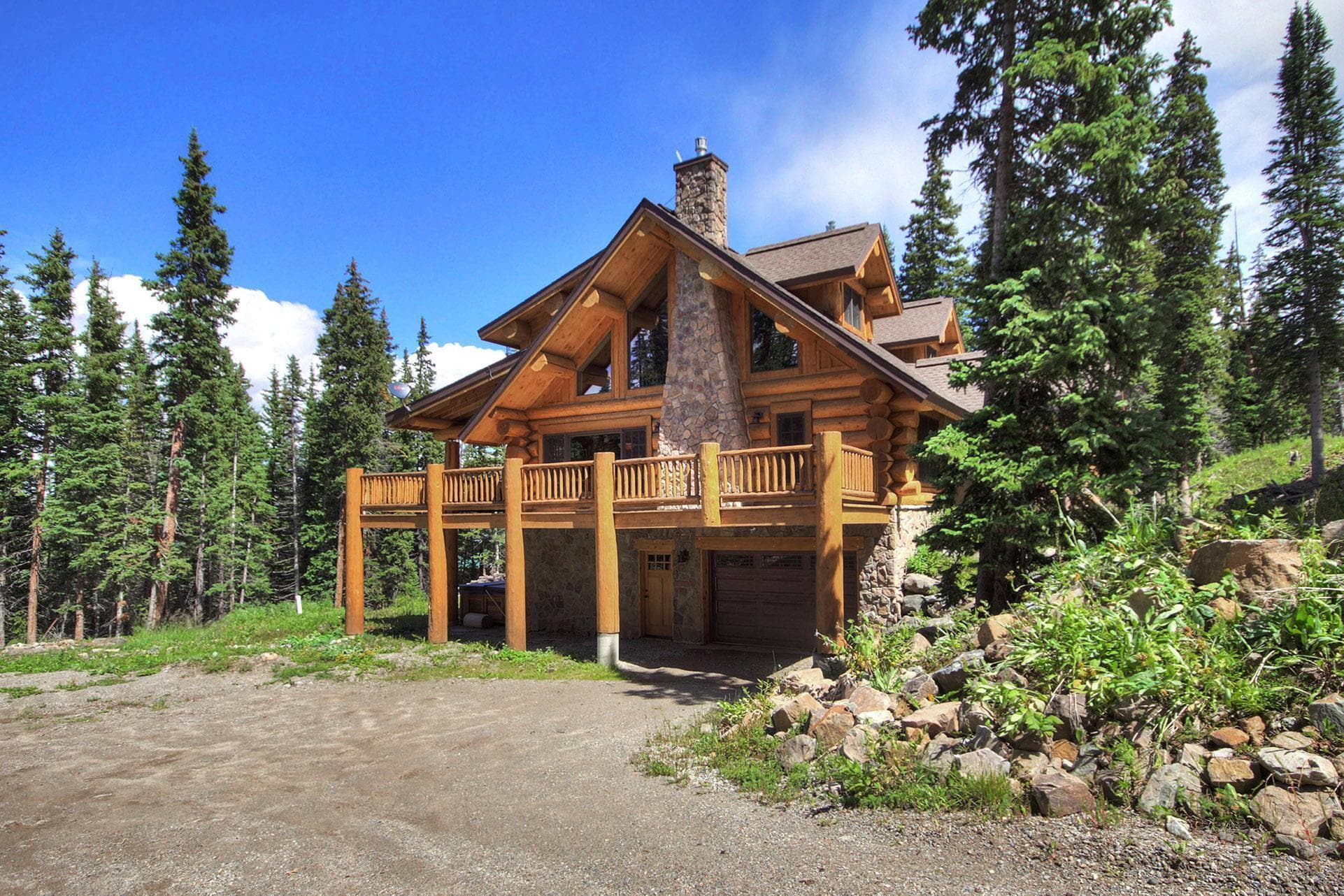 Expansive log cabin with private hot tub