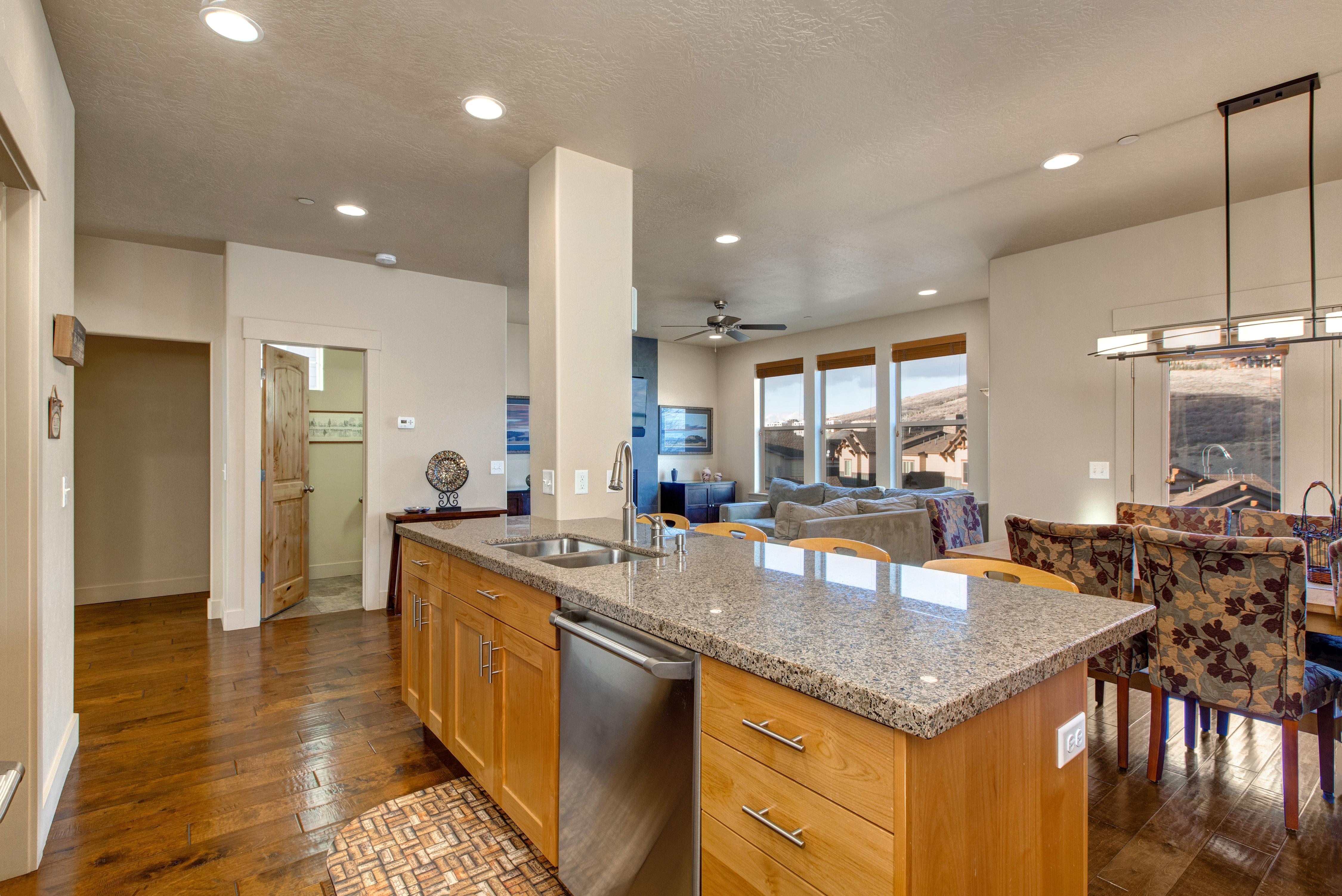 Property Image 2 - Bright and Airy Jordanelle Townhome with Private Hot Tub