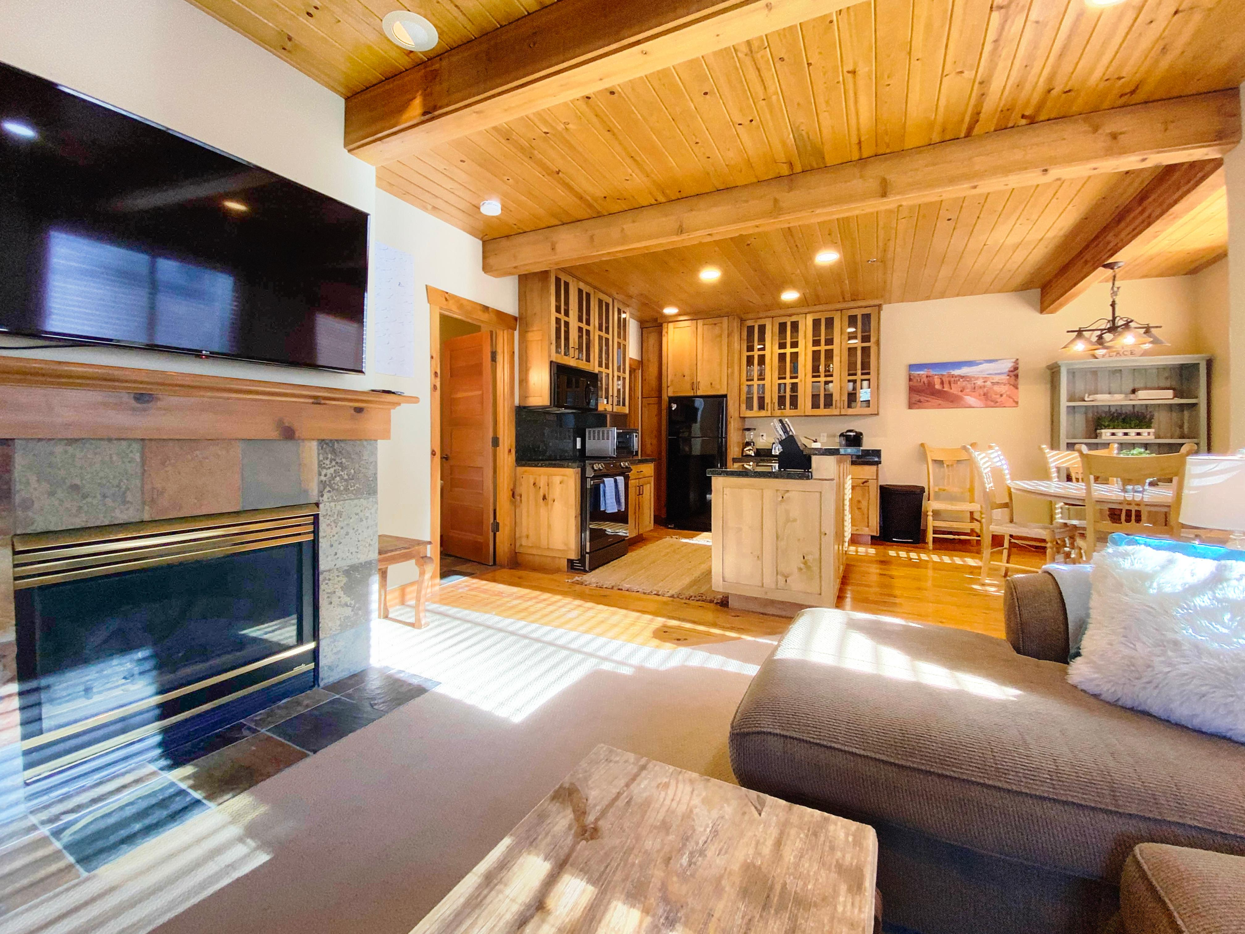 Charming 2 BR Among Aspens with Access to Hot Tub