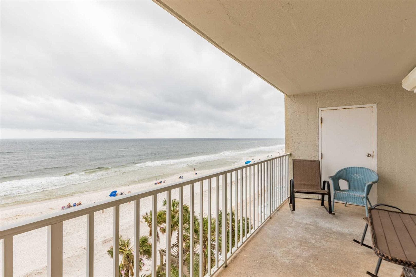 Comfortable Condo with Sweeping Oceanfront Views