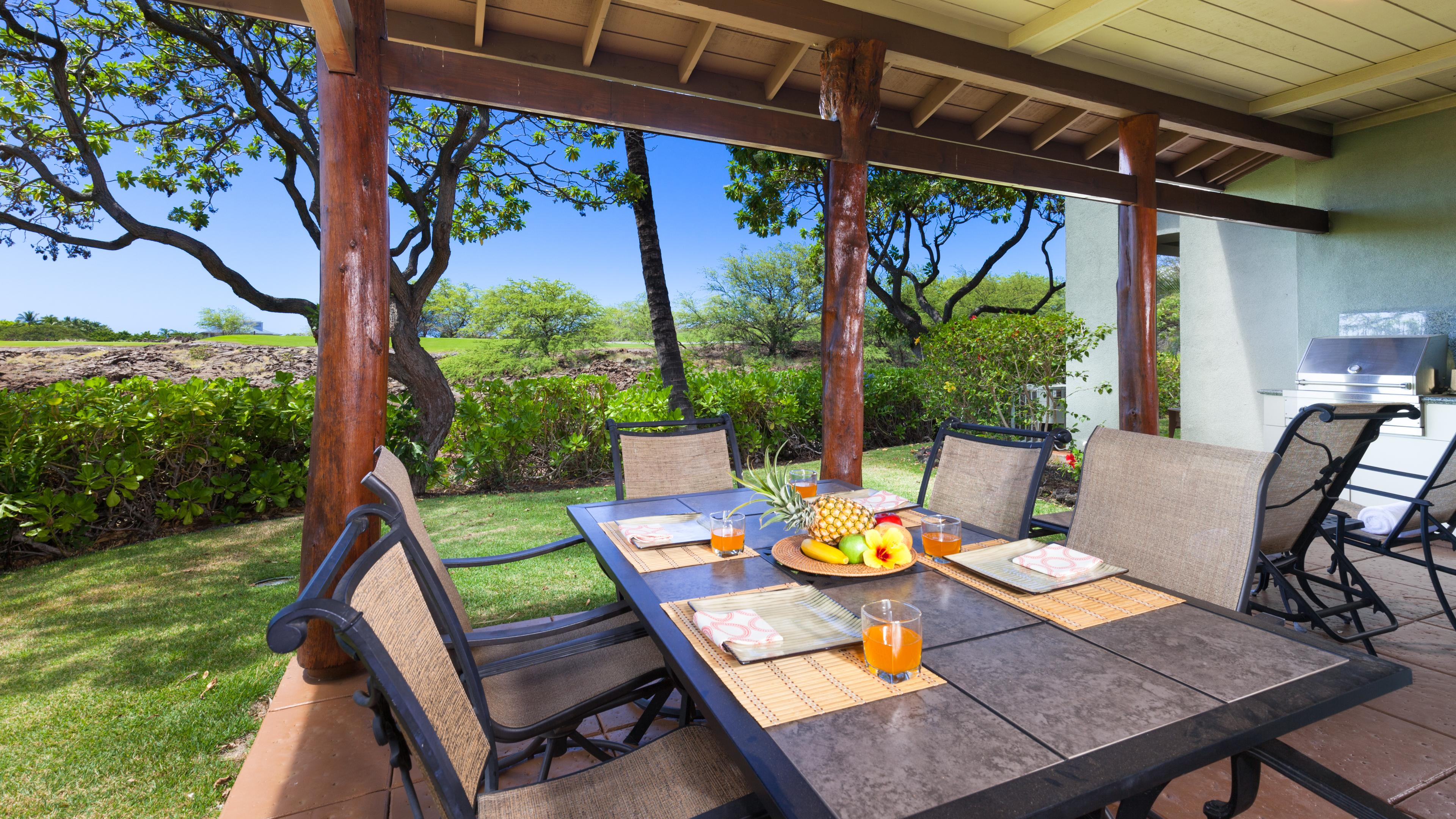 Large covered lanai with priv