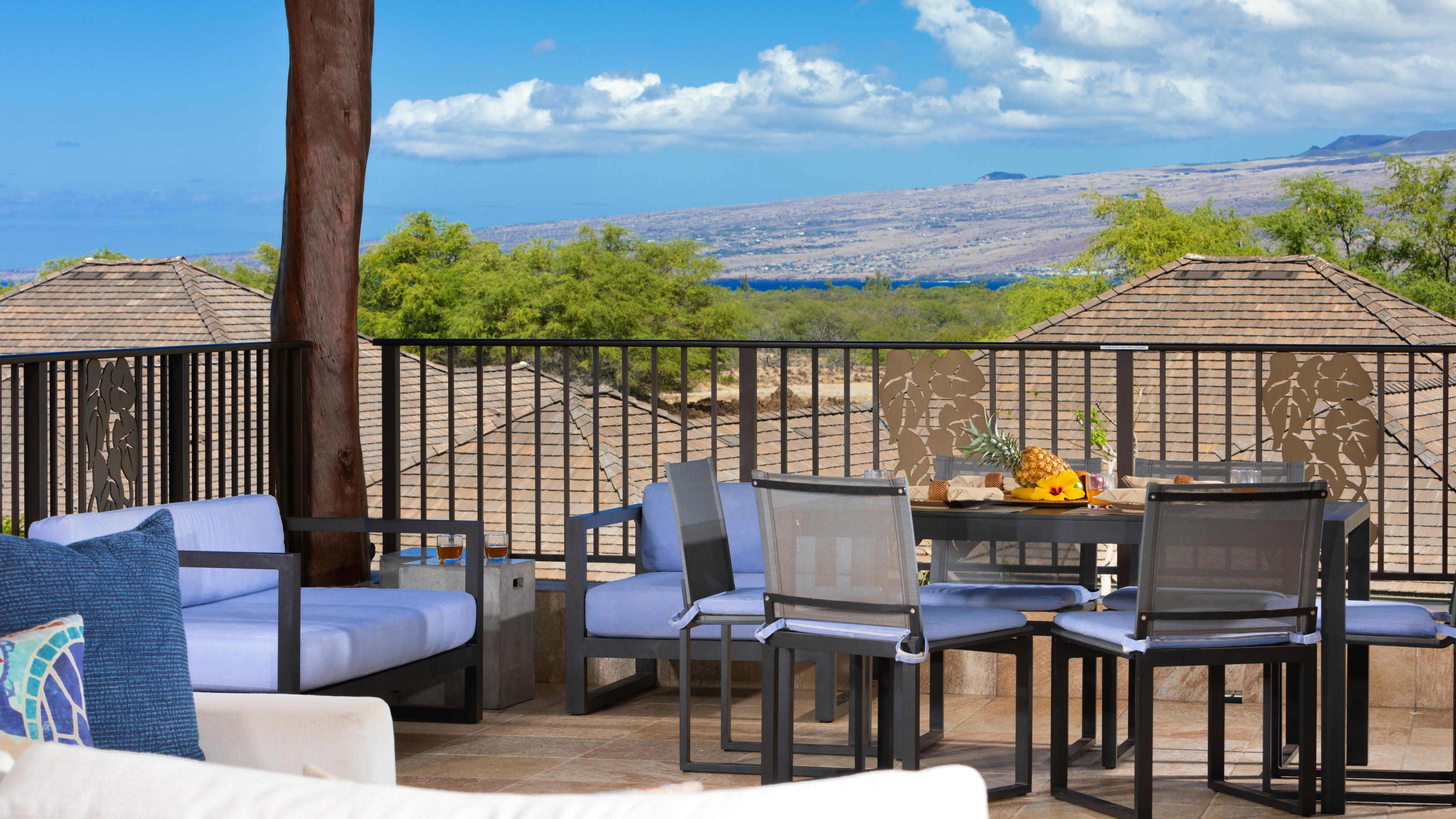 Gorgeous view of Kohala Mountain and peek-a-boo ocean views from the lanai