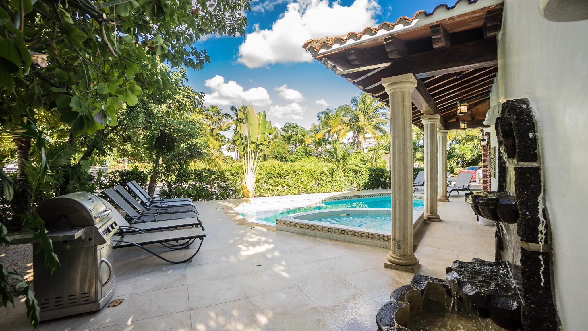 Stunning Villa in Secluded and Secure, Private Community