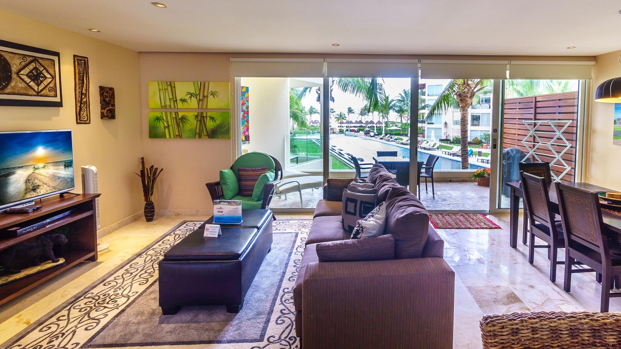 Trendy Condominium with Spectaculary Ocean Views and Resort-Like Pool