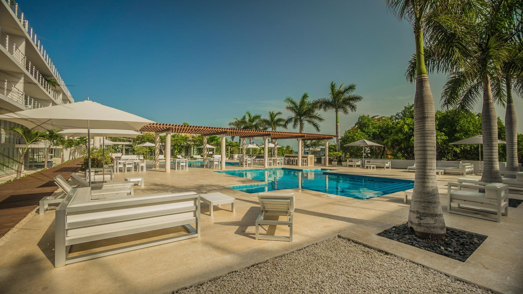 Magic 2 Bedroom Condo with Exceptional Pool and Lounge Area