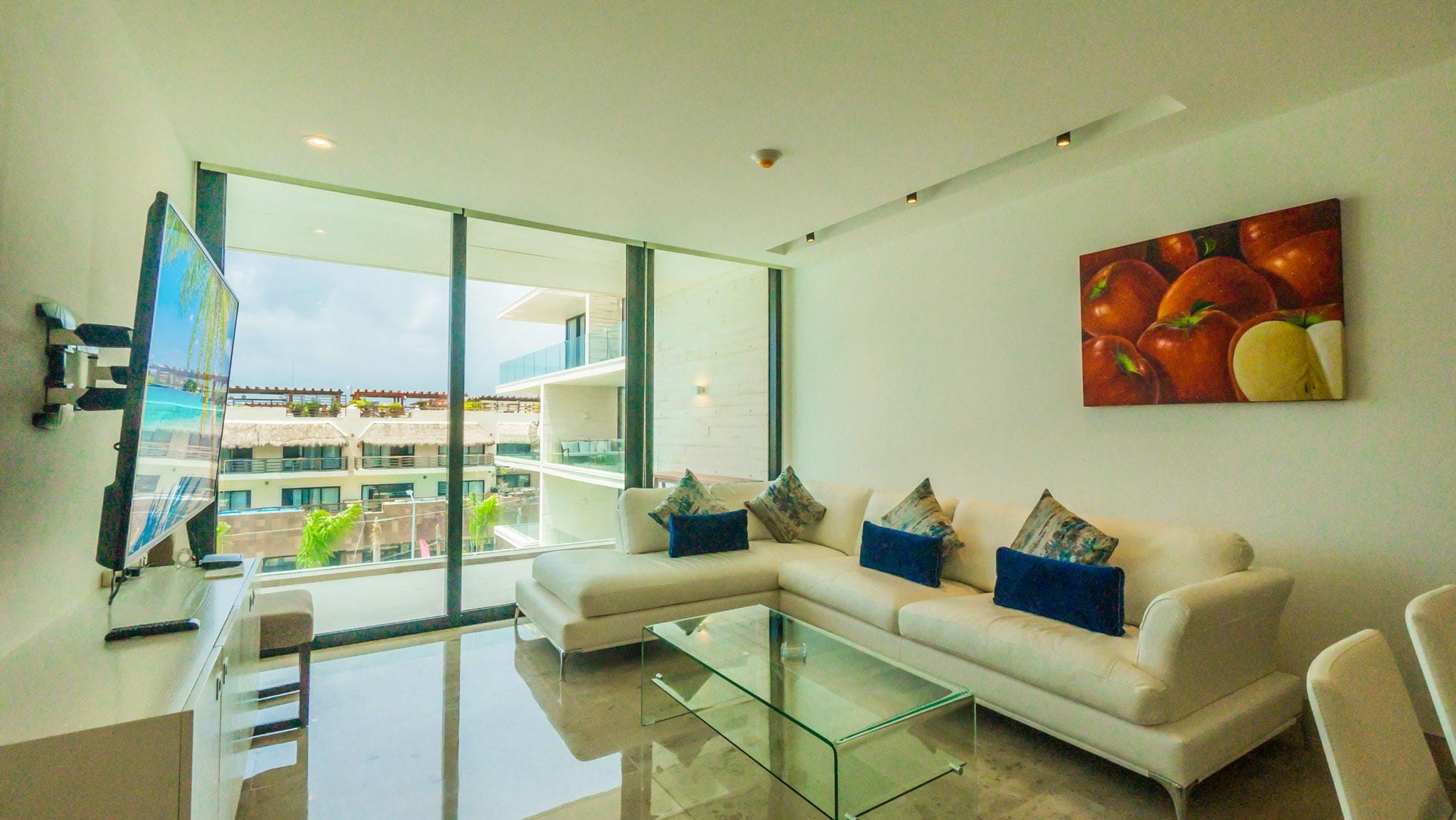 Spacious and Stylish 2 Bedroom Home, 100 Meters from the Ocean