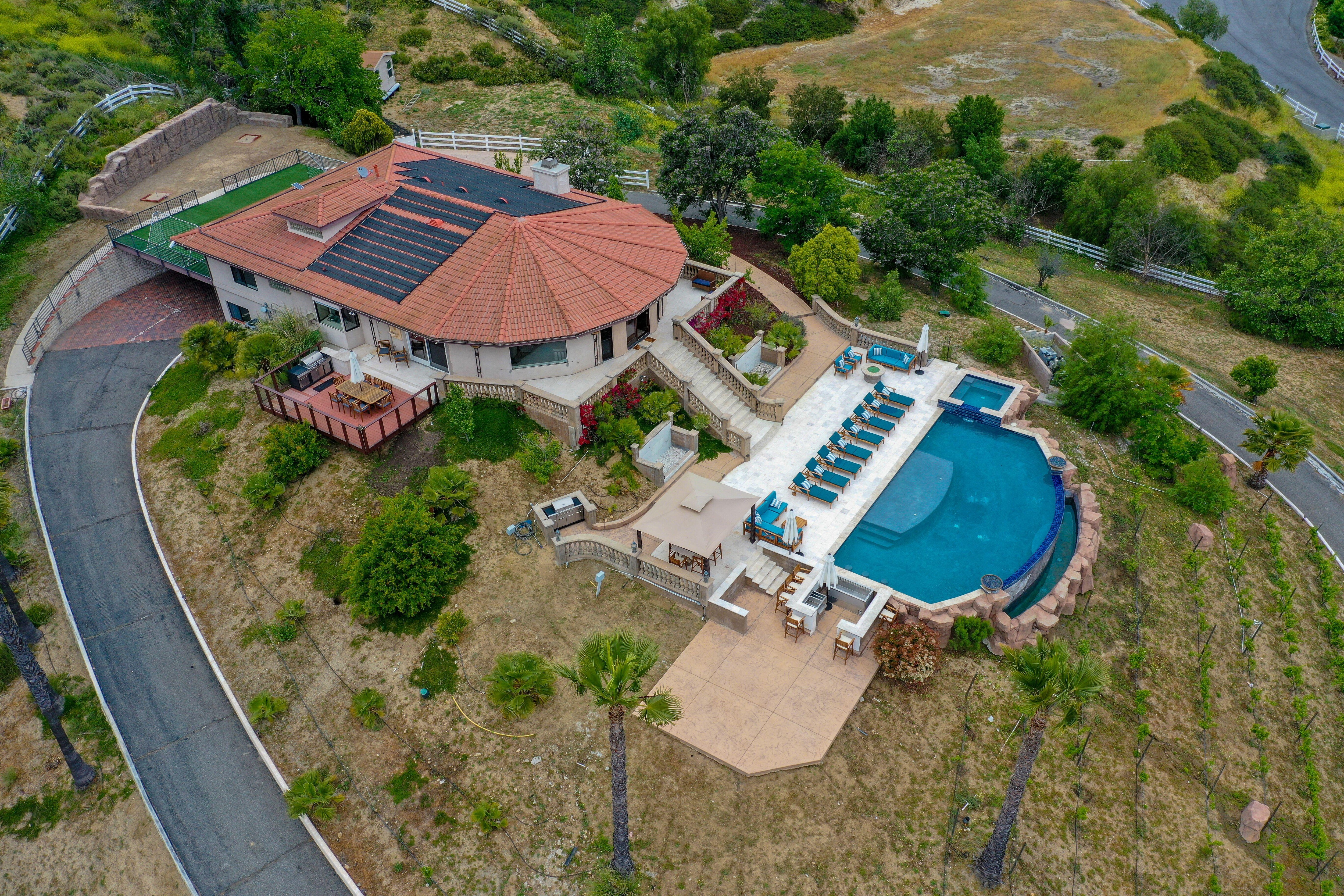 Dignified Estate with Infinity Pool and Panoramic Views