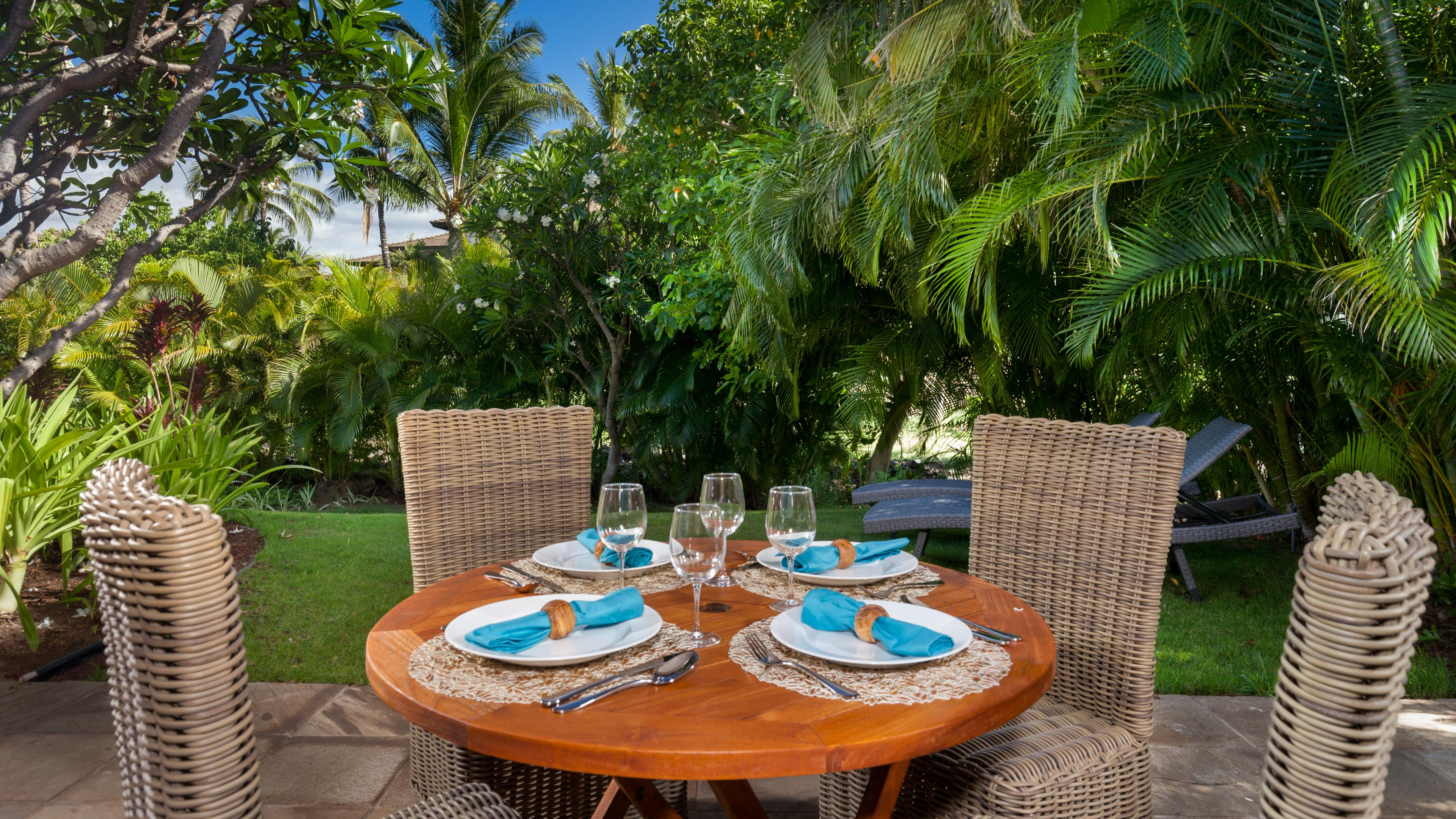 Outdoor dining in tropical paradise